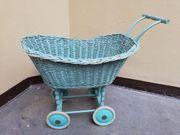 Puppenwagen antik Korbgeflecht