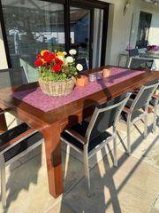 Wunderschöner Holztisch für Außen
