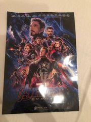 Avengers Endgame Poster mit Unterschriften