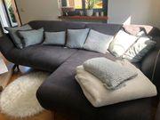 Couch mit passendenden Kissen