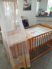 Kinderbett mit Himmel und Zubehör