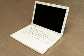 Apple MacBook 2,1 White Core 2 Duo 13