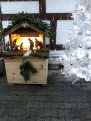 Weihnachtskrippe mit Figuren u Unterbau