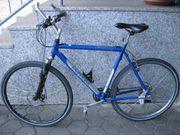 Sportliches Herren CROSS Trekkingrad 28