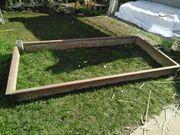 Großes Stahl Gartenbeet mit Schnecken