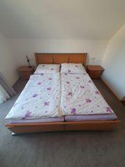 Doppelbett mit 2 Nachtkästchen