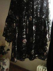 Geblümtes Kleid mit Schluppe am