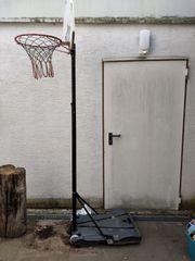 Basketball-Ständer Outdoor zu verschenken