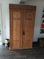 Weichholz Kleiderschrank antik