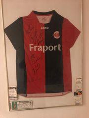 Eintracht Frankfurt Trikot mit Legenden