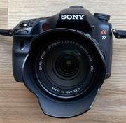 Sony Alpha 77 mit Objektiv