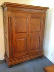 Antiker Garderobenschrank um 1860 Birnbaum