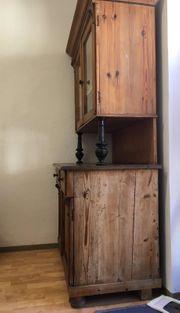 Schöner alter Küchenschrank