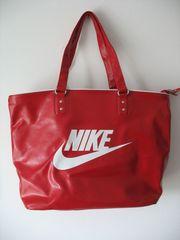 Neuwertige Nike-Tasche