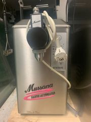 Sahnemaschine Mussana mit Sahnebehälter