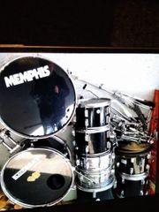 Grosses Schlagzeug
