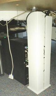 Computer Kabelsäule gegen das Kabelgewirr