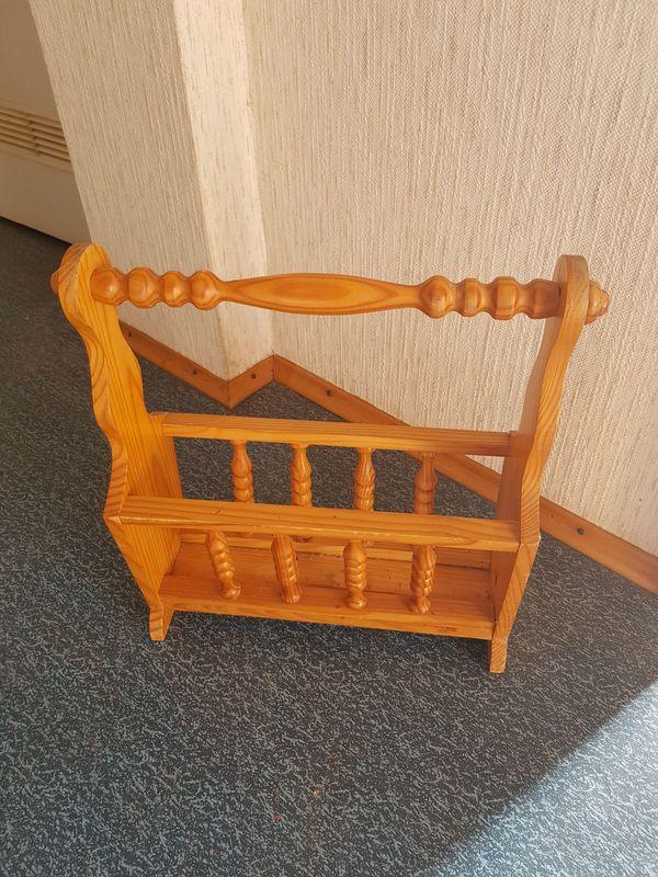 Zeitschriftenständer Holz zu verschenken
