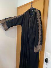 Bestickter Mantel aus Saudiarabien