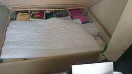 Bett mit geräumigen Bettkasten 1: Kleinanzeigen aus Berlin Spandau - Rubrik Betten