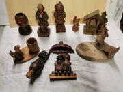 Alte kleine geschnitzte Holzfiguren