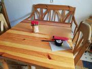 Küchenwandregal mit Sitzgruppe Tisch und