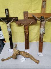 Antike Kreuze mit Korbus