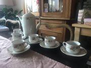 Kaffeeservice mit Rosen und Goldrand