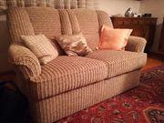 2 Sitzercouch neuwertig kostenlos abzugeben