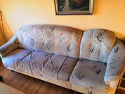 Dreisitzer Sofa plus Ohrensessel mit