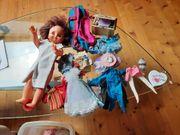 Puppen und Barbie Puppen