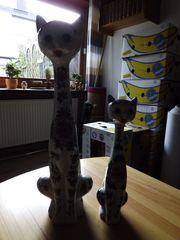 zwei schöne Katzen Porzellankatzen Dekokatzen
