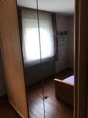Schlafzimmer Bett und Schrank
