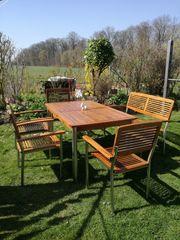 Gartenmöbel aus edlem Teakholz mit