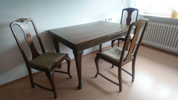 Antiker Esstisch mit 3 Stühlen