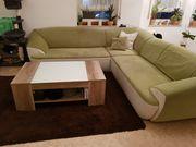 Couch Teppich und Tisch