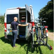 Schwenkbarer Fahrradträger f Kastenwagen Hecktüren