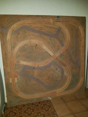 Eichhornbahn auf Holzplatte