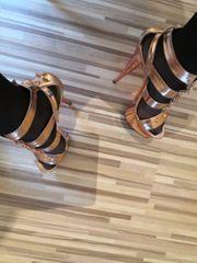 high heels von pleaser