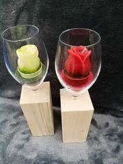 Motivkerze im Glas auf Holzstamm