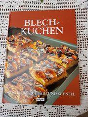 Modernes Backbuch Blechkuchen - köstlich fruchtig