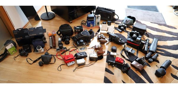 Grosse Anzahl von alten Fotoapparaten