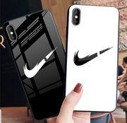 Nike Handyhülle Schwarz oder Weiß