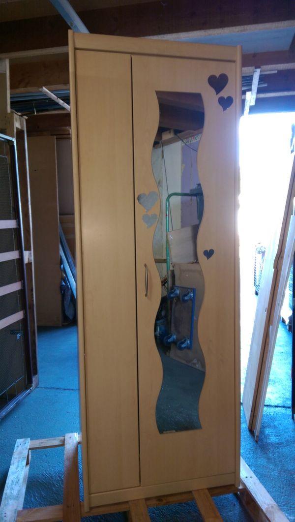 Kleiderschrank für Kinderzimmer oder Keller