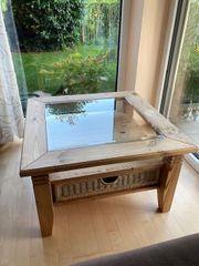 Wohnzimmer Tisch mit Glasplatte