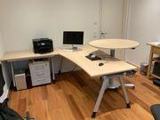 Schreibtisch mit Meetingpoint