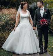 Wunderschönes verspieltes und elegantes Brautkleid