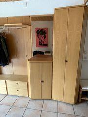 2 Garderobenmöbel gespiegelt