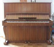 Schönes Jugendstil-Klavier