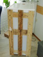 Cooler Schrank aus Palettenholz zu